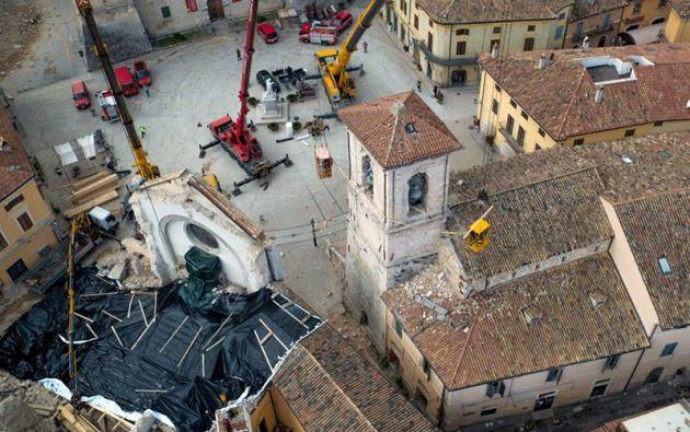 ITALIA.- El epicentro se ubicó a cuatro kilómetros de Accumoli (provincia de Rieti) y a nueve a Arquata del Tronto (Ascoli Piceno), dos localidades destruidas en el terremoto del 24 de agosto. Foto: EFE