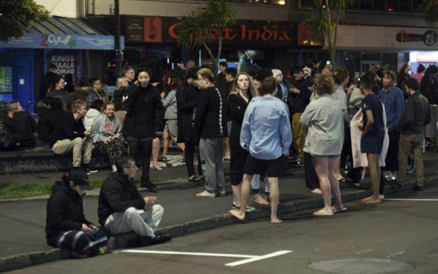 NUEVA ZELANDA.- Habitantes evacuaron los edificios a lo largo de la calle Dixon Stand. Foto: Redes sociales
