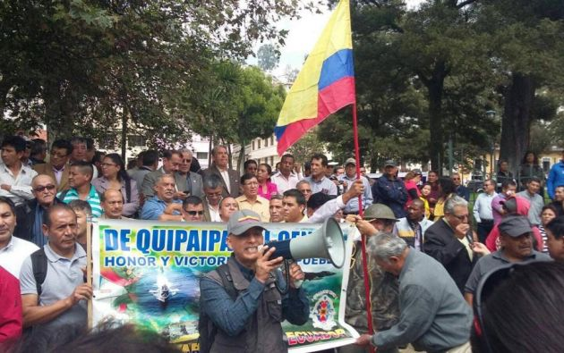 ECUADOR.- Foto de archivo de una de las marchas protagonizadas por militares en servicio pasivo, en rechazo a la ley que luego se aprobó en la Asamblea. Foto: API