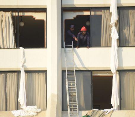Tres camiones de bomberos se desplazaron al establecimiento y en tres horas acabaron con el incendio. | Foto: Agencia AFP