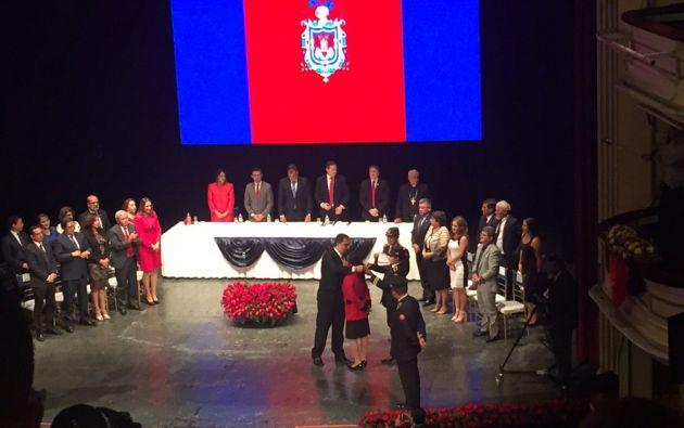 En la sesión solemne se hicieron varios reconocimiento a personajes destacados. Foto: Twitter / Jacqueline Rodas.