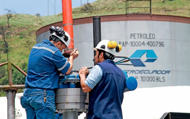 El precio del barril de crudo referencial para el país subió a $ 52,83. Foto: Archivo