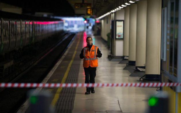 Cientos de miles de pasajeros se quedaron sin servicio de trenes este viernes por tercer día esta semana, a causa de la huelga del personal de Southern Rail. Foto: AFP.