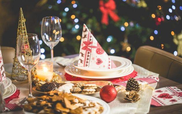 Una mesa bien arreglada es esencial para la cena y la velada de Navidad. Foto: Pexels