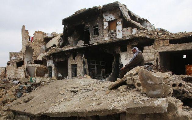 Sin agua ni comida, los habitantes sobreviven comiendo dátiles. | Foto: Agencia AFP