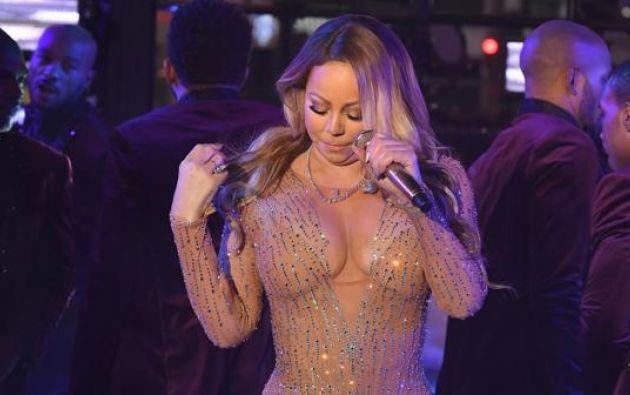 La cantante sufrió una error en la pista y, al quedarse sin el apoyo de las grabaciones. Foto: AFP