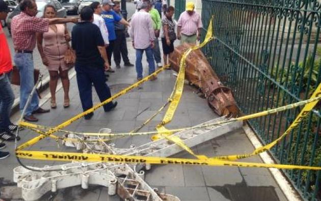 El pasado 8 de enero la cruz, de la torre de la Catedral, cayó mientras iba a ser removida. No hubo heridos. Foto: INPC