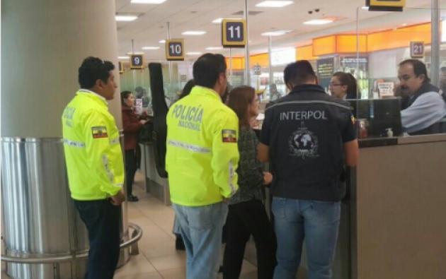 Presunta implicada en caso Petroecuador pretendía ingresar a Chile. Foto: Twitter de Diego Fuentes