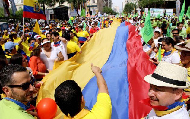 """ECUADOR.- El oficialismo ha convocado para este domingo a una concentración popular en la avenida 9 de Octubre, de Guayaquil, para celebrar la llamada """"revolución ciudadana"""". Foto: Archivo"""
