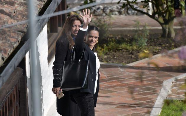 ECUADOR.- Luz Helena Sarmiento (L) y Maria Alejandra Villamizar, delegadas del Gobierno colombiano, al término del segundo día de reunión con el ELN. Foto: AFP