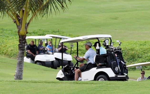Vistiendo una camiseta tipo polo, gorra y zapatos deportivos, el ya expresidente volvió a dedicar tiempo a una de sus aficiones favoritas.