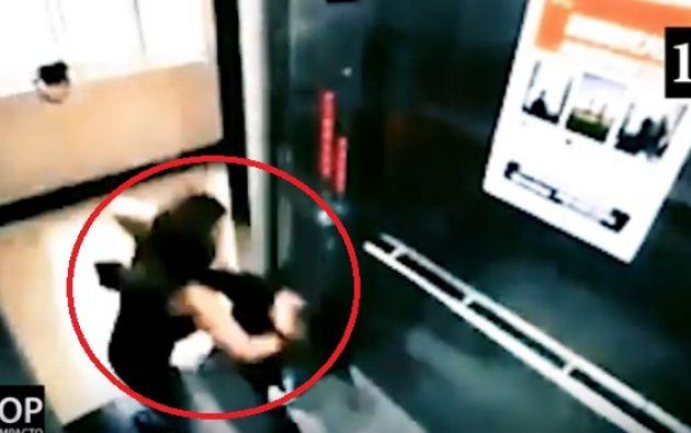 Las imágenes muestran que en algunos casos las mujeres dominan a la perfección algún tipo de artes marciales.