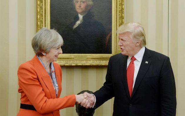 """""""Estados Unidos es responsable de la política estadounidense sobre los refugiados. Reino Unido es responsable de la política británica sobre los refugiados"""", respondió May sobre política de Trump. Foto: EFE."""