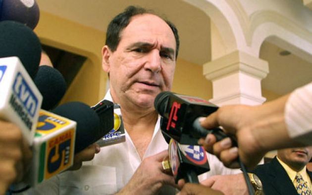 El 5 de febrero, Bucaram retiró 5.000 millones de sucres y viajó a Panamá. Foto: Archivo