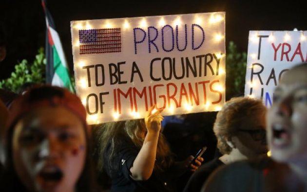 La manifestación contó con la presencia de varias figuras políticas destacadas, como el gobernador del estado de Nueva York. Foto: AFP