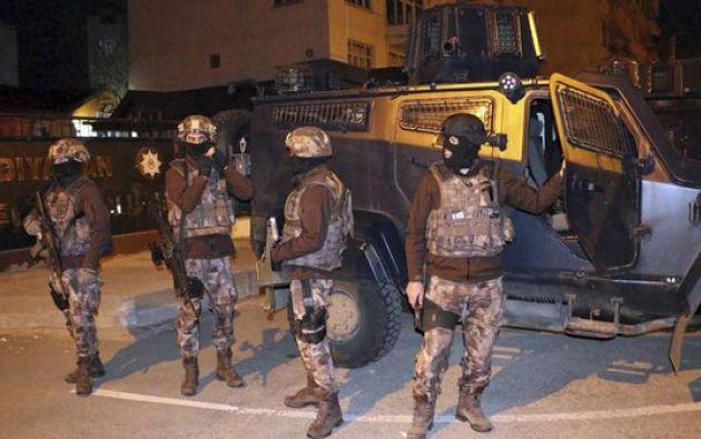 La policía turca realizó redadas en varias provincias, un mes después del atentado en la discoteca Reina que fue reivindicado por el grupo yihadista.  Foto: AFP
