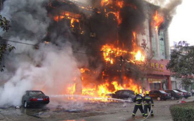 Los equipos de bomberos ya han extinguido el fuego y las autoridades han abierto una investigación para esclarecer la causa de lo ocurrido.