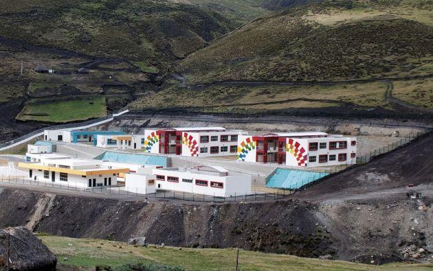 En la comunidad Pigua Quindigua, se hacen los últimos acabados de una escuela del milenio para 570 estudiantes. Foto: Segundo Espín