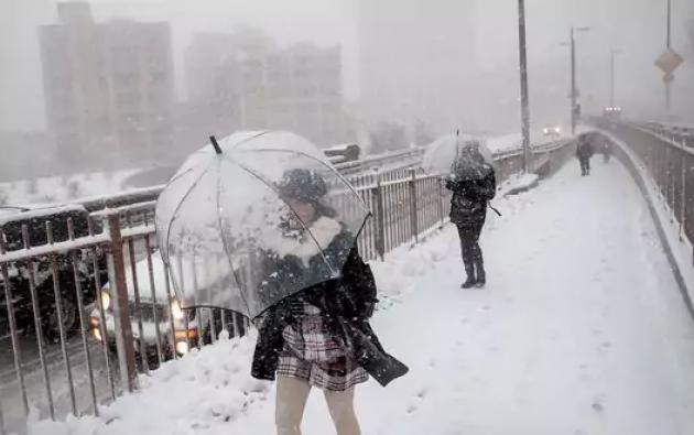 Se espera que la tormenta de nieve se sienta en Nueva York hasta las 6 de esta tarde. Foto: CBS