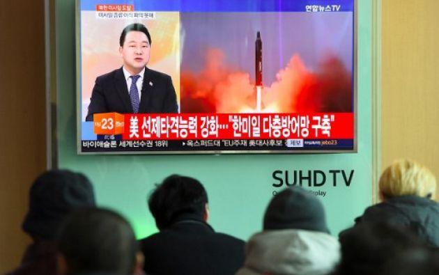 Corea del Norte.- Tras una trayectoria de unos 500 kilómetros hacia el este, el misil cayó en el mar. Foto: AFP