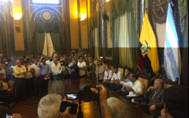Jaime Nebot se reunió hoy con miembros de la sociedad civil y política de Guayaquil para planear su reclamo al CNE. Foto: Cortesía Ecuavisa