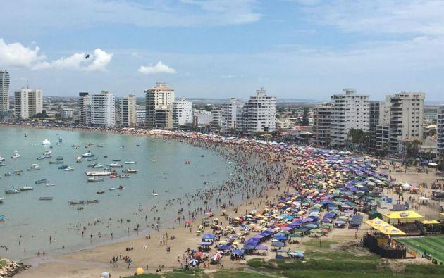 SALINAS, Santa Elena- La mañana de hoy lunes 27 de febrero, la playa en Salinas lucía llena de bañistas que coparon también San Lorenzo y Chipipe. Foto: Ecuavisa