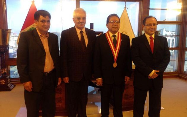 QUITO, Ecuador.- El viernes 3 de marzo, Chiriboga mantuvo una reunión con el fiscal de Perú, Pablo Sánchez Velarde. Foto: Twitter Fiscalía.