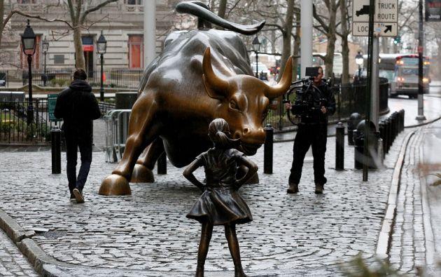 La pieza es obra de la escultora Kristen Visbal, que se inspiró en la hija de siete años de una amiga y en una niña latina de nueve. Foto: Reuters.
