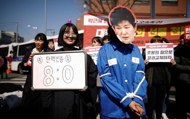 Ciudadanos celebran el impeachment de la presidenta. Foto: Reuters.