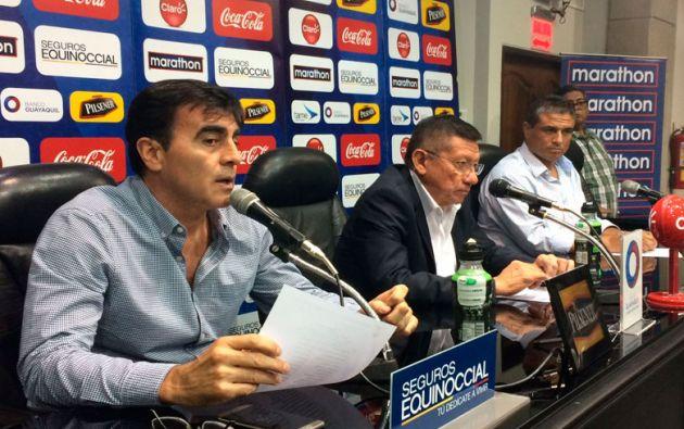 Gustavo Quinteros, técnico de la TRI, entregó la lista de convocados para las próximas eliminatorias. Foto: FEF