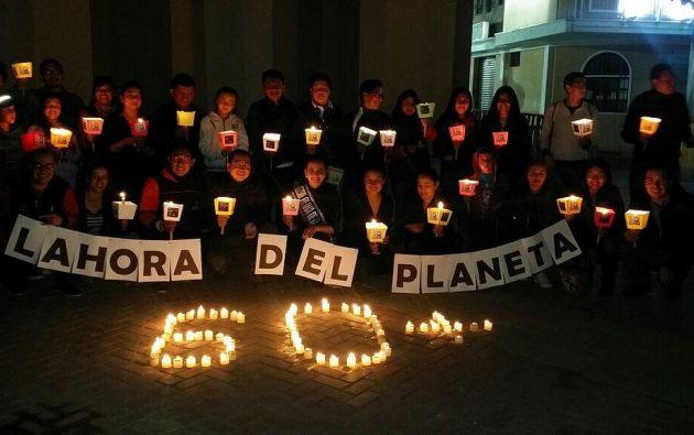 En Quito se apagaron las cúpulas de varias iglesias y en el bulevar de la 24 de Mayo se realizó un acto simbólico con velas. Foto: WWF