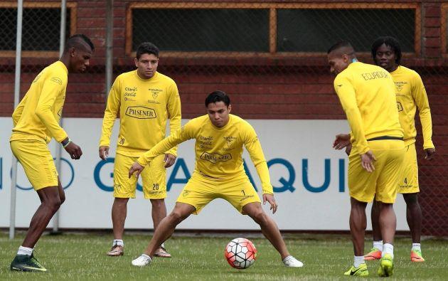 La Selección ecuatoriana de fútbol entrenó ayer a puerta cerrada, previo al partido contra Colombia. Foto: TW de la FEF