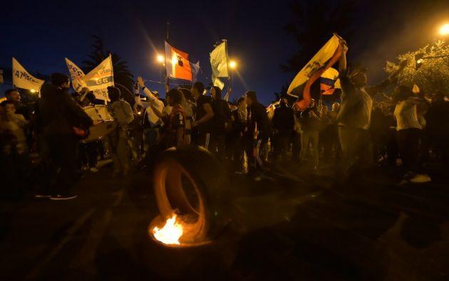 Manifestaciones en las afueras del CNE en Quito: Foto: AFP.