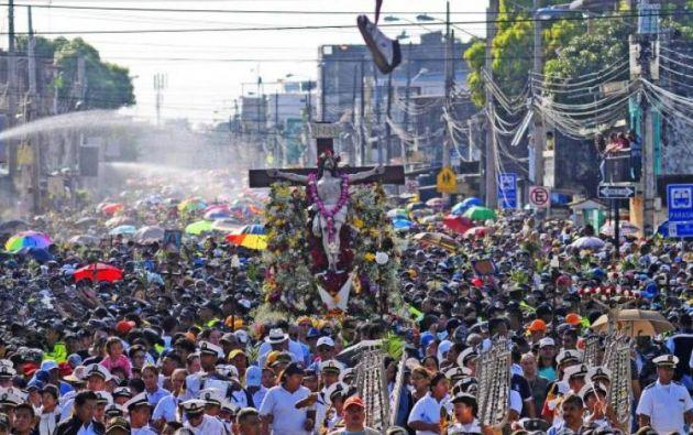 La procesión del Cristo del Consuelo arrancó a las 07h00 desde la Iglesia del mismo nombre ubicada en la calle Lizardo García y arribó cerca de las 10h00 al complejo Cisne 2. Foto: API