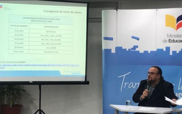 """Freddy Peñafiel: """"El 74% de nuevos estudiantes que realizó su inscripción lo hizo por Autoservicio"""" . Foto: Twitter @Educacion_Ec"""
