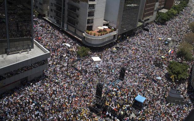 Las marchas opositoras fueron disueltas a punta de bombas lacrimógenas y no pudieron llegar a su meta: el centro de Caracas.| Foto: AFP