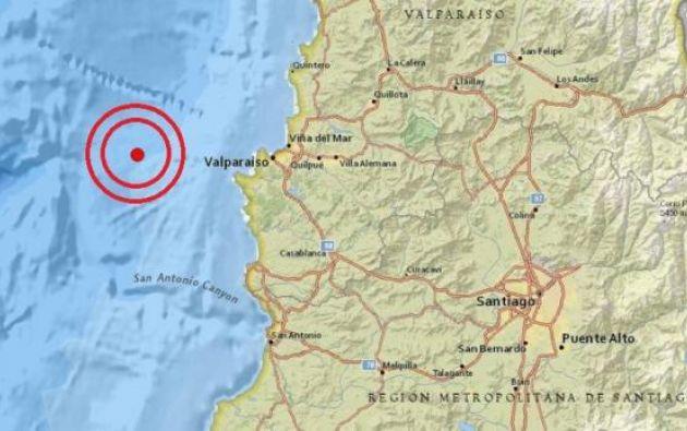 El temblor de tierra se sintió a las 23.36 hora local (02.36 GMT del domingo) y su epicentro se situó a 48 kilómetros al oeste de Valparaíso.