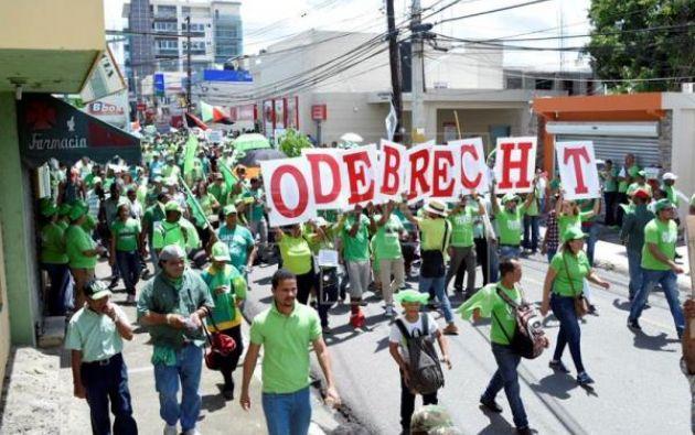 Los manifestantes, a través de pancartas y consignas, reclamaron a las autoridades una investigación independiente.