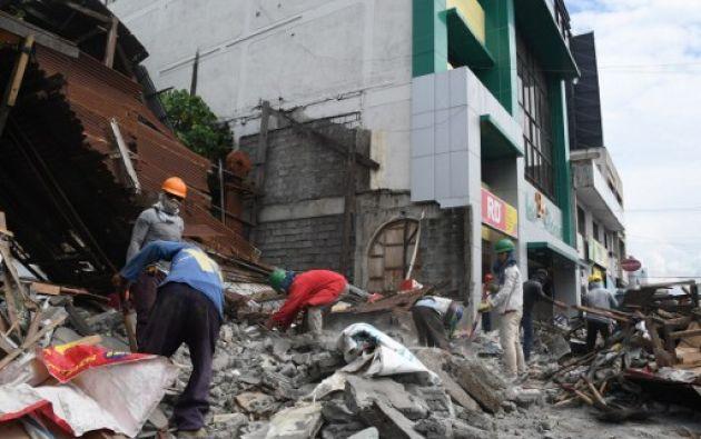 Al menos una casa se derrumbó y hubo un corte de electricidad, pero breve. Foto: AFP