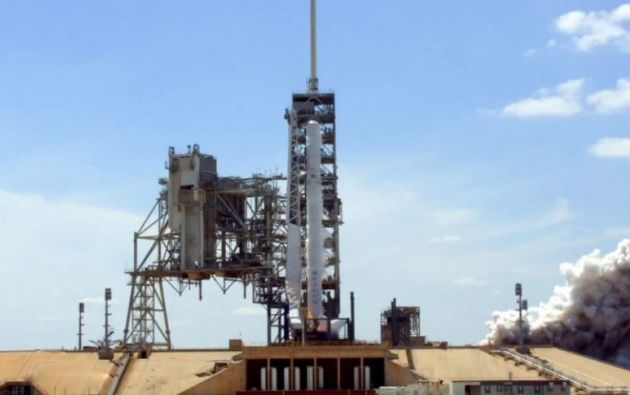 Un cohete de SpaceX despegó este lunes hacia el espacio con una carga secreta del gobierno de Estados Unidos, conocida como NROL-76.