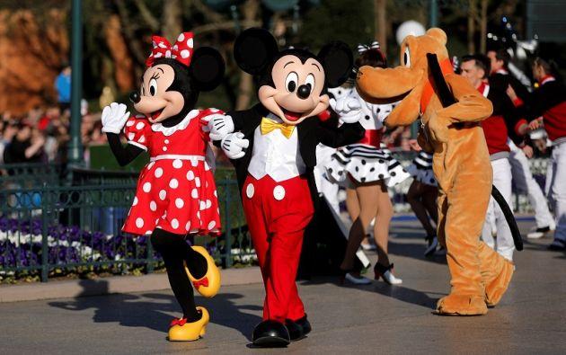 En la lista de cosas prohibidas en Disney World están las armas, las bebidas alcohólicas, los drones y las patinetas. | Foto: Reuters.