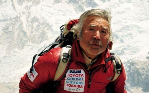 En 2008, Sherchan, entonces con 77 años, se convirtió en el alpinista de más edad en coronar el Everest, una hazaña que fue superada en 2013.