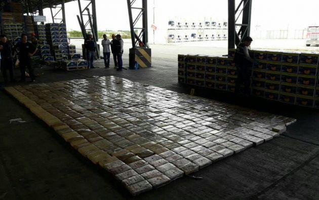 MACHALA, Ecuador.- De acuerdo con viceministro del Interior, se pretendía trasladar el alcaloide a Bélgica. Foto: Tomado del Twitter Diego Fuentes.