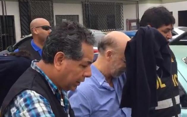 Imagen de Carlos Pareja Cordero cuando era detenido por la Policía peruana. Foto: Captura de video de Ecuavisa.