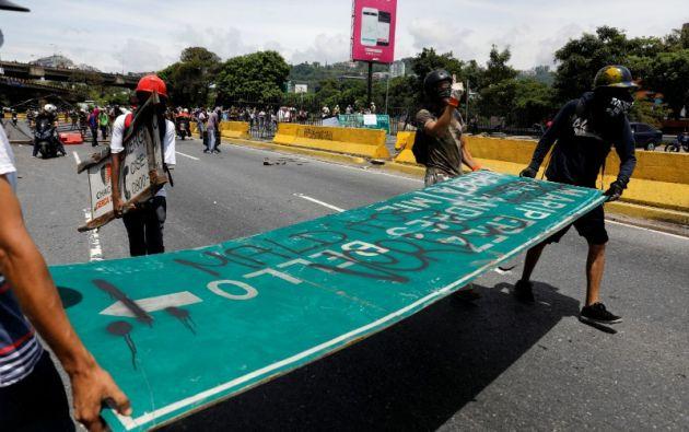 Maduro enfrenta desde el 1 de abril una ola de protestas que deja 39 muertos y cientos de heridos y detenidos. | Foto: Reuters.