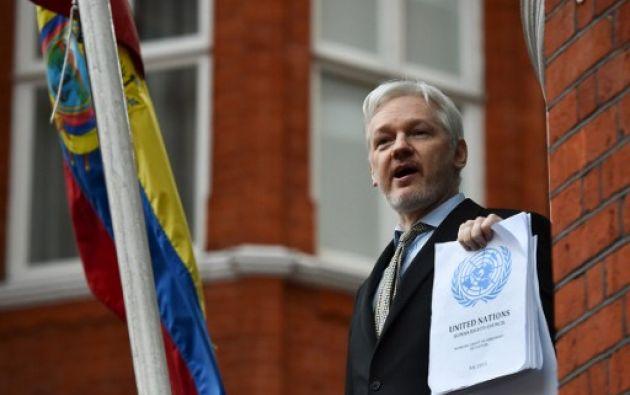 Assange podría salir libre de la Embajada de Ecuador en Londres, porque Suecia archivó el juicio contra él. Foto: AFP