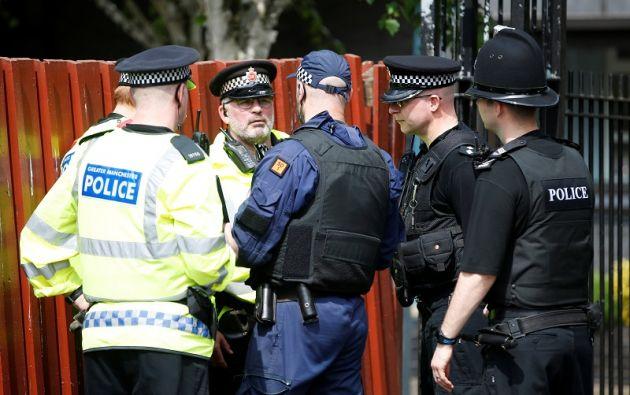 Un grupo de policías en Manchester.   Foto: Reuters.
