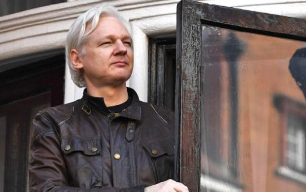 """El fundador de WikiLeaks Indicó que cumplirá con su deber como periodista y trabajará por el """"interés público"""", sin que le condicione la hospitalidad que le ha ofrecido la Embajada. Foto: AFP"""