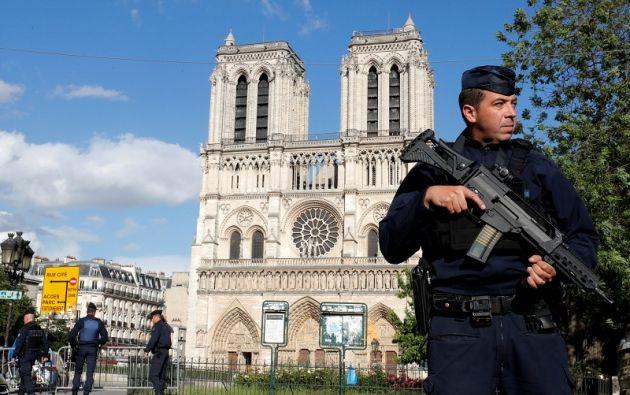 La mañana de hoy, un yihadista agredió a un policía delante del emblemático monumento. | Foto: Reuters.