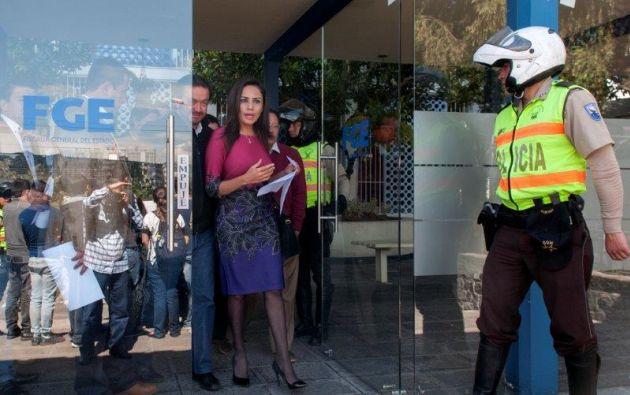 Cruz, asambleísta por Loja, entregó hoy nuevos indicios sobre el caso Caminosca a la Fiscalía. Foto: Segundo Espín / Vistazo
